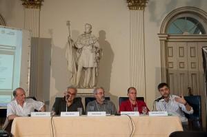 Horst Nitschack, Milton Hatoum, Felipe Lindoso, Leonardo Tonus e Pedro Meira Monteiro na mesa.